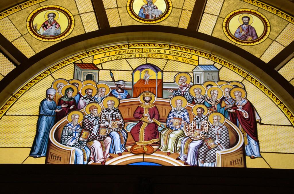 Уникальность этого витража заключается в том что, все сегодняшние епархии (а их 14) представлены одним из святых