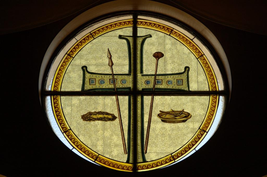 Этот крест был заимствован из храма Святого Аполлинария в Равенне вместе с орудиями страсти